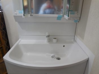 高コストパフォーマンス洗面化粧台に交換工事