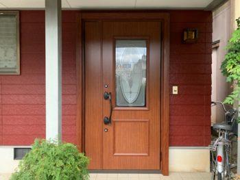 玄関ドア交換により雰囲気が変わった玄関