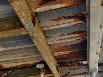 錆と穴空きで雨漏りがしている折半屋根をリニューアル