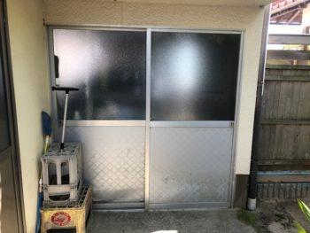 車庫の引き違い戸をリニューアル