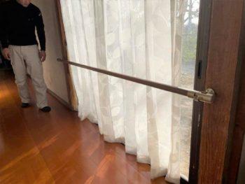 廊下と掃き出し窓に手すりを取り付けさせていただきました