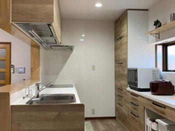 壁に向かってのI型から対面キッチンにリニューアル